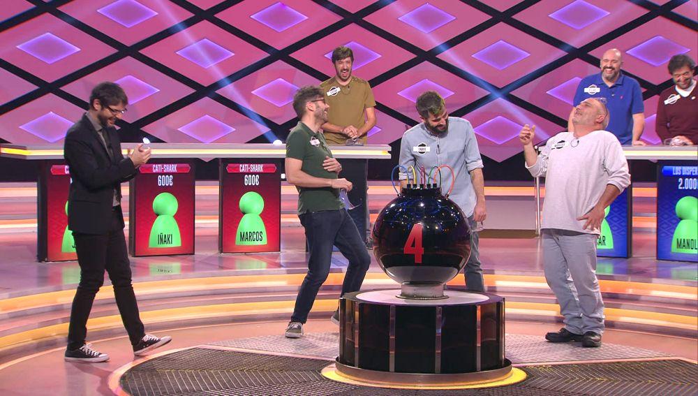 El divertido baile infantil que Marcos, de los 'Cati Shark', le hace a Juanra Bonet en '¡Boom!'