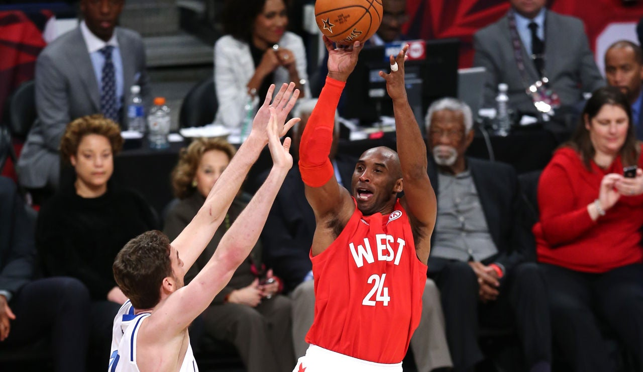 Kobe Bryant ante Pau en el All Star