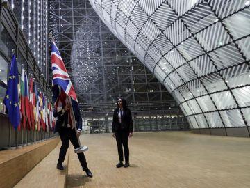 Retiran la bandera de Reino Unido