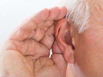 ¿Por qué se nos mueven las orejas cuando escuchamos