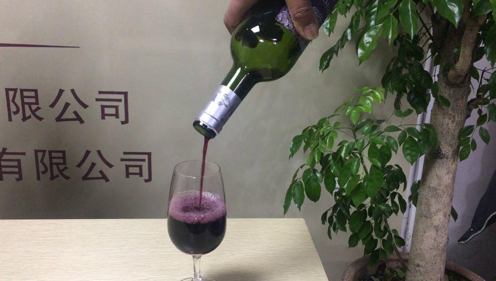 Bebiendo vino por la oreja