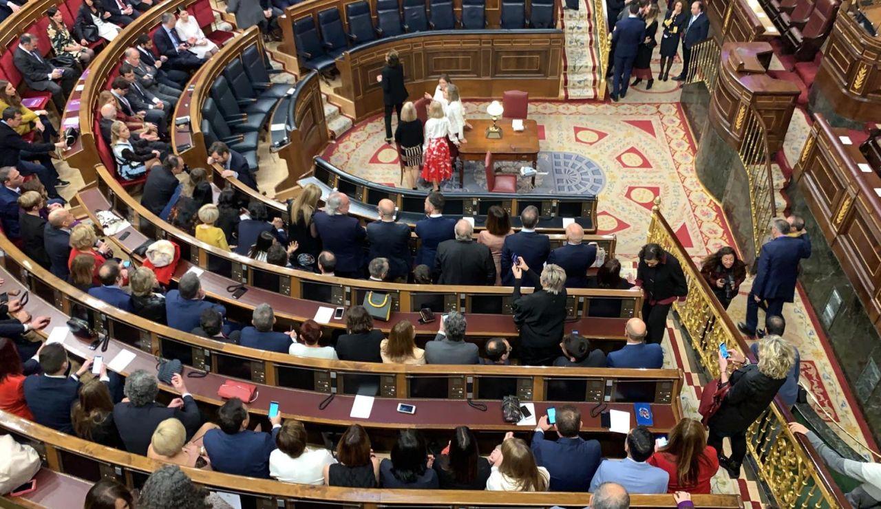 Vox ocupa los escaños de los ministros en el Congreso