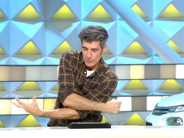 Jorge Fernández para 'La ruleta de la suerte' por la complicada postura con la que una concursante quería lanzar la ruleta
