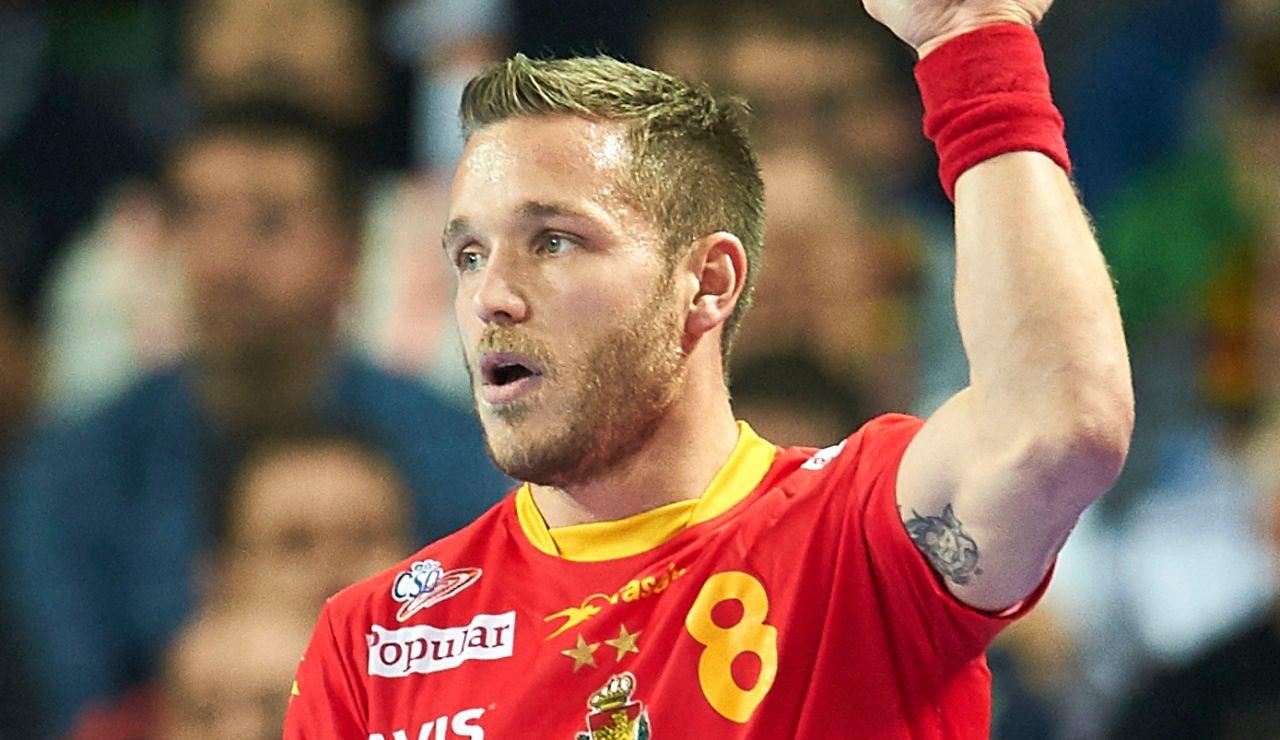 Víctor Tomás, en un partido con España