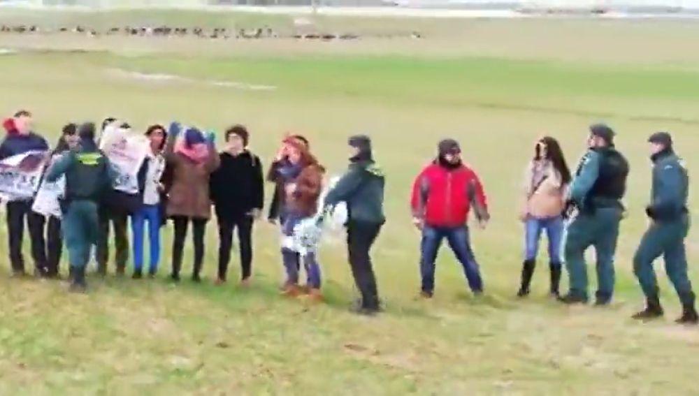 Un grupo de animalistas interrumpen el campeonato de España de Galgos en Ávila