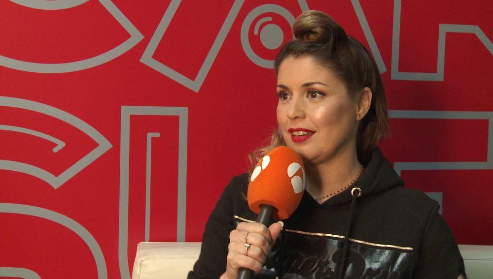 Cristina Ramos recurre a sus compañeros para conseguir la imitación perfecta de Roxette