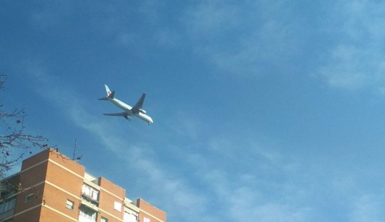Avión averiado sobrevolando Madrid