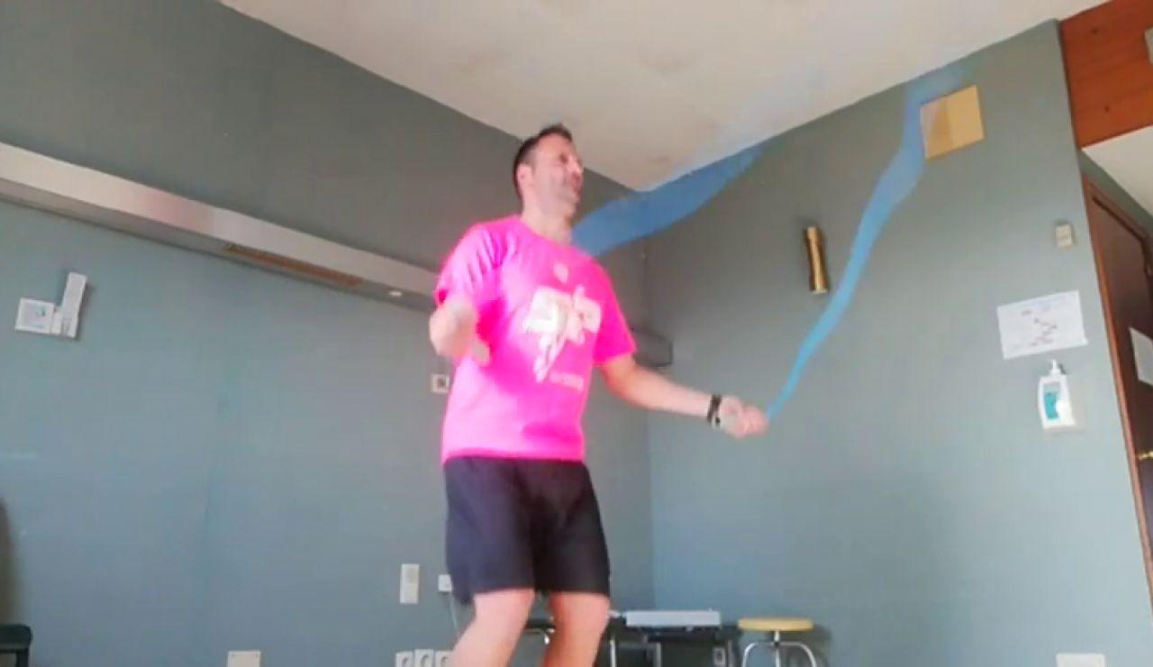Los españoles en cuarentena en el Hospital Gómez Ulla improvisan un gimnasio para hacer ejercicio