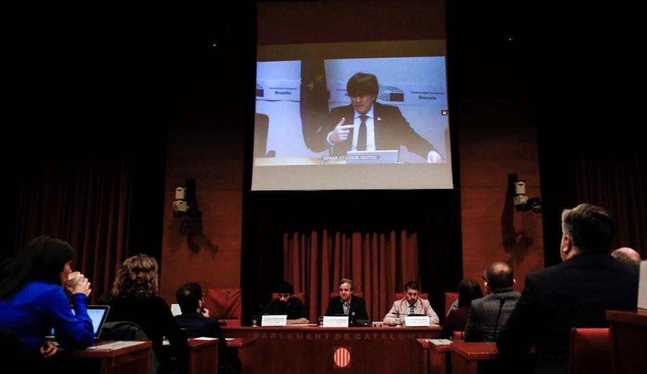 Carles Puigdemont declara por videoconferencia en el Parlament