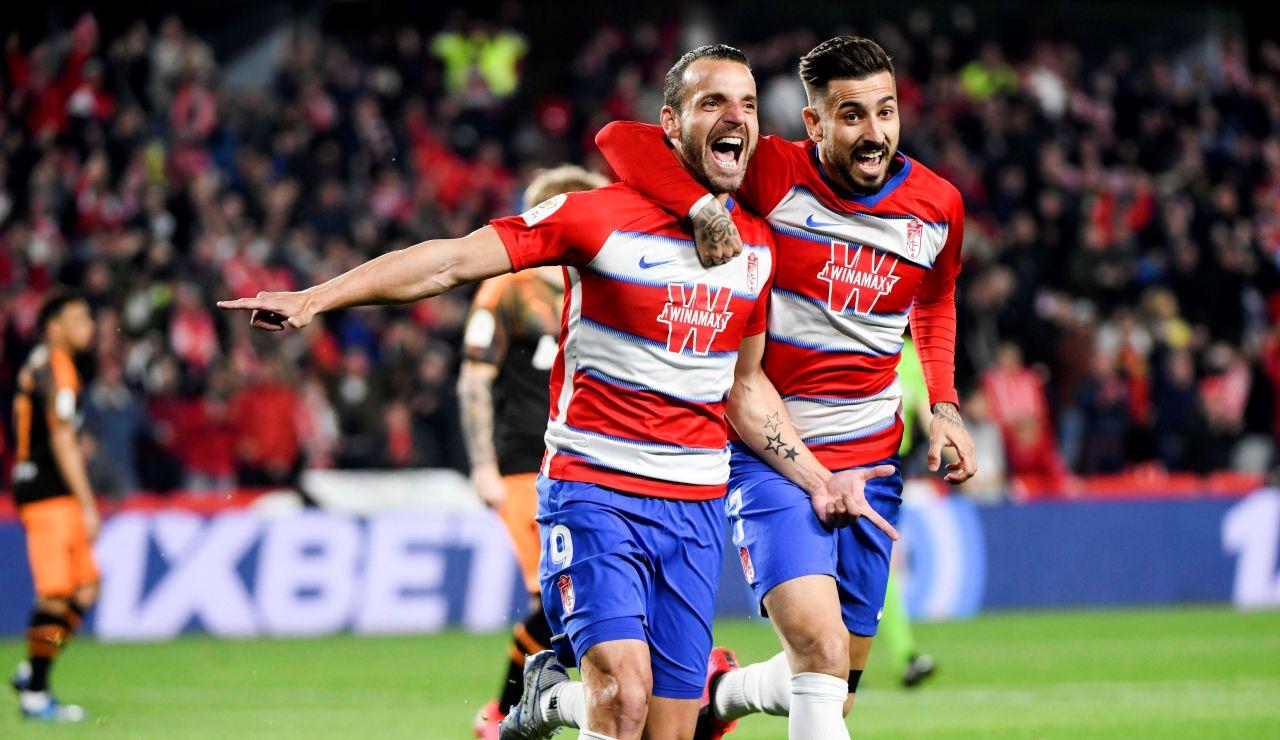 Roberto Soldado celebra su gol