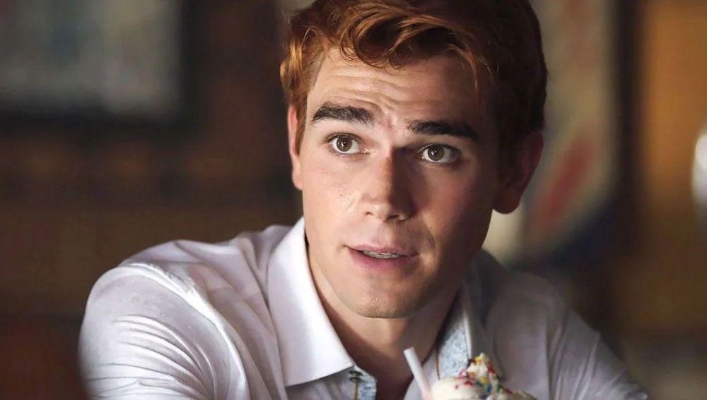 KJ Apa como Archie en 'Riverdale'
