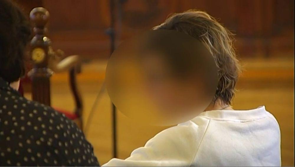 La mujer que se inventó que le habían echado pegamento en la vagina sufre una crisis de ansiedad durante el juicio