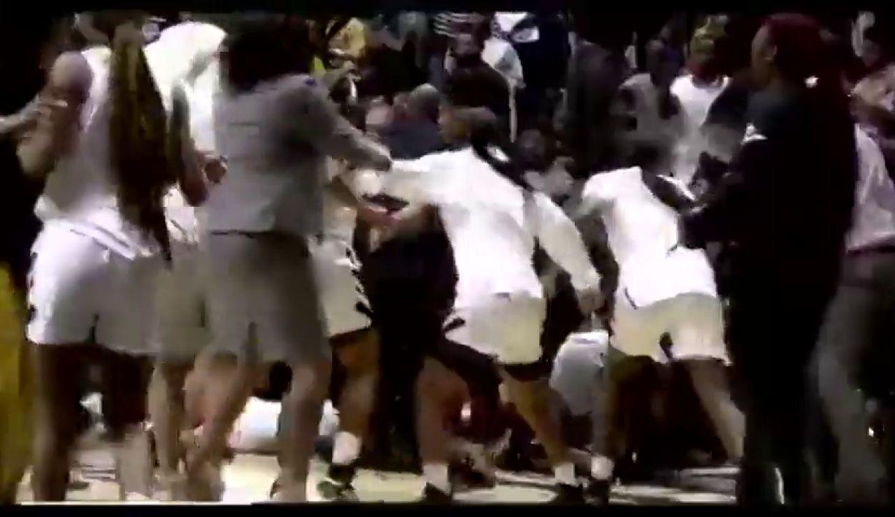 Brutal pelea en un partido de baloncesto femenino en Estados Unidos