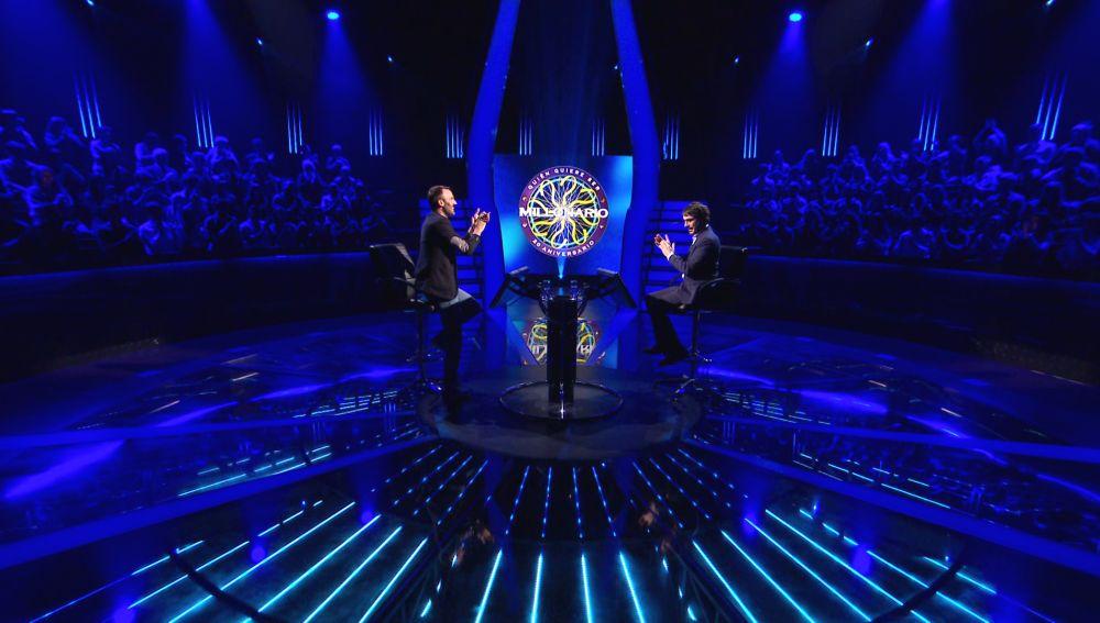 ¡Sinfonía perfecta!: Javi Miralles ovaciona al público tras ayudarle a ganar 100.000 euros