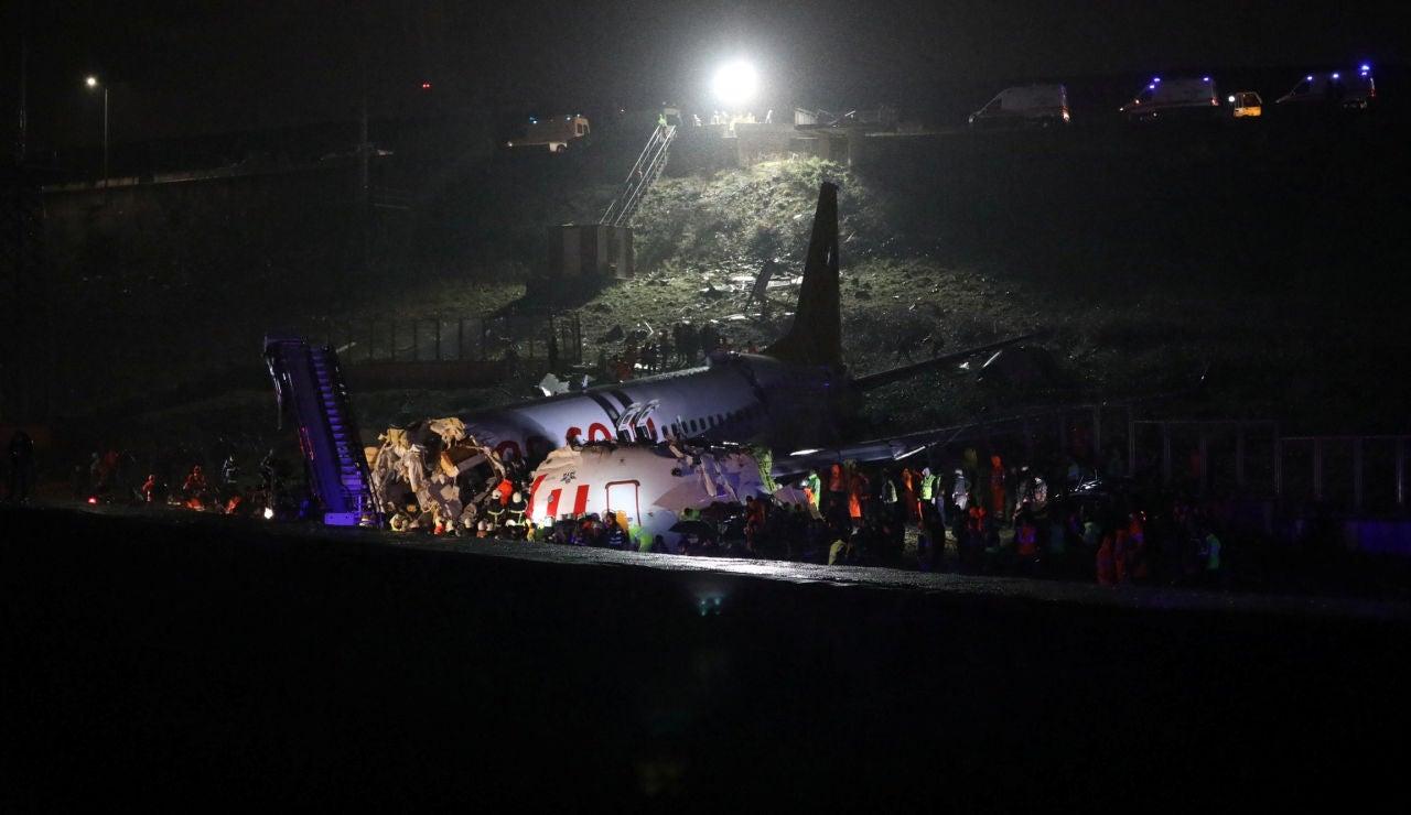 El avión que se ha partido en tres en Estambul