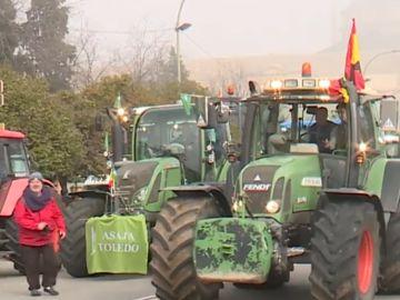 Agricultores y ganadores protestan ante el ministerio