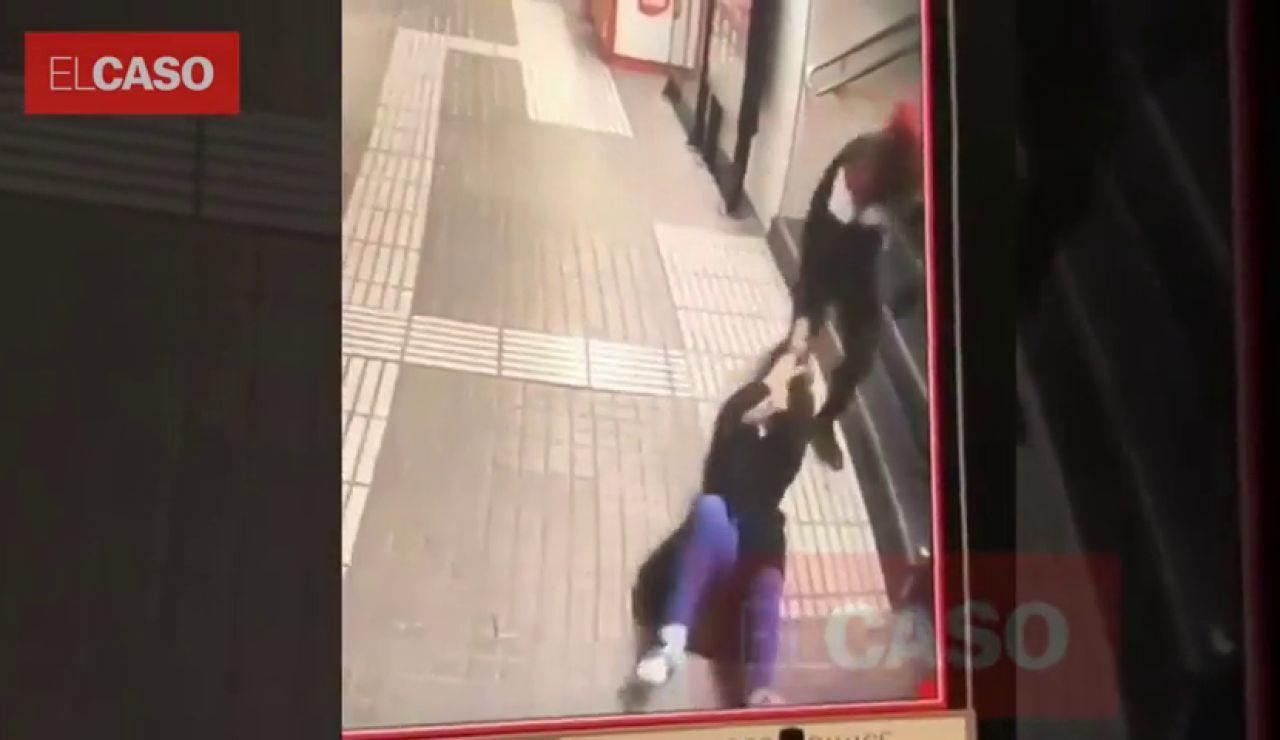 Una mujer recibe una brutal paliza en el Metro de Barcelona pero el carterista no consigue llevarse el bolso