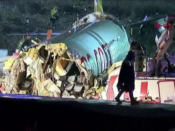 Imagen del avión que se partió en tres en Estambul