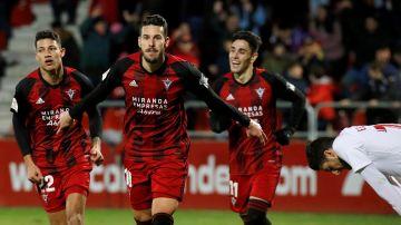 El Mirandés celebra su gol al Villarreal