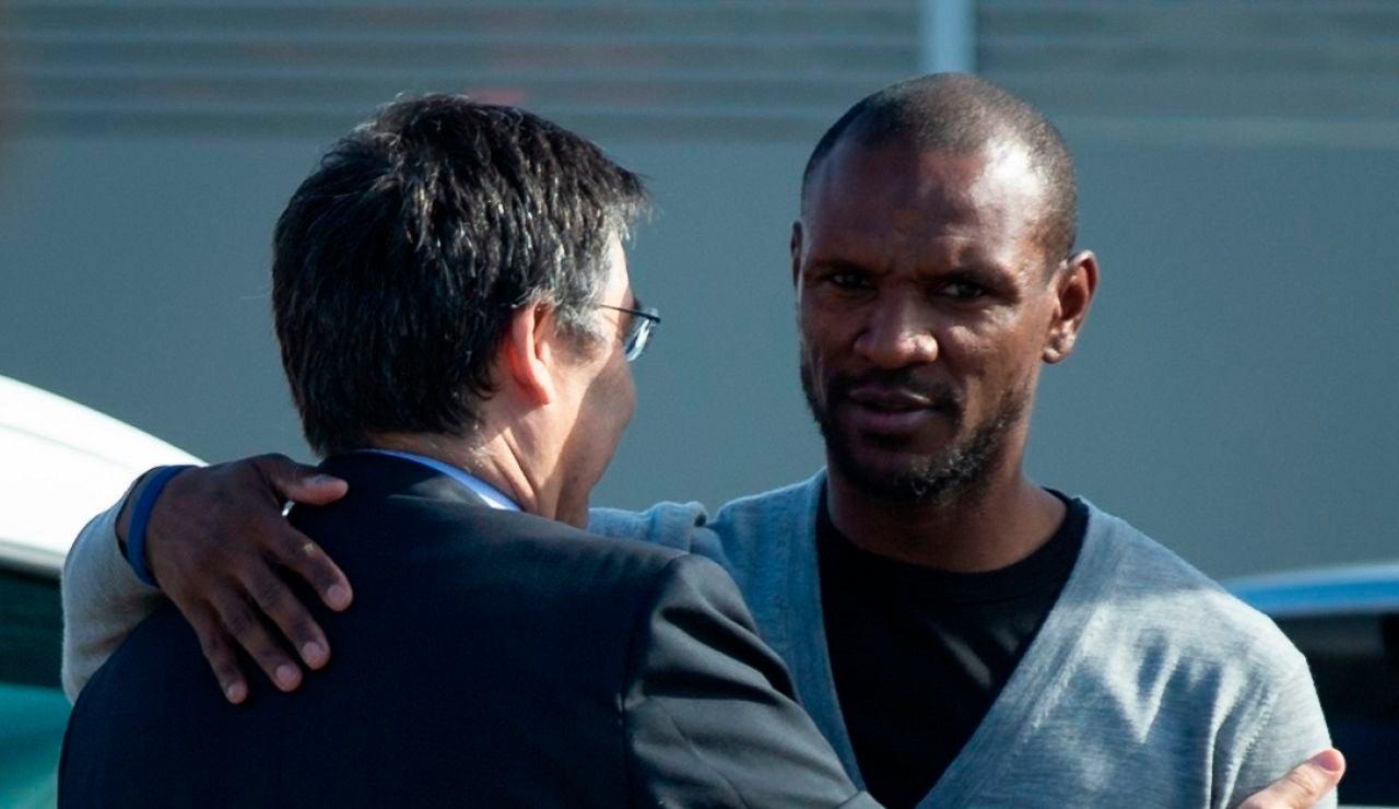 Bartomeu y Abidal se saludan en la Ciudad Deportiva del FC Barcelona