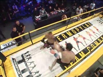 Combate de las Termópilas: la brutalidad del 'rey de la pista' del kickboxing