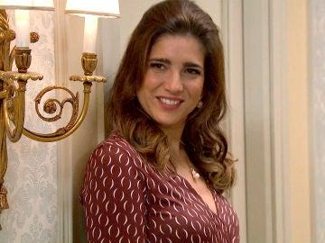 Irene, desinhibida y seductora con un cliente del hotel tras el rechazo de Armando