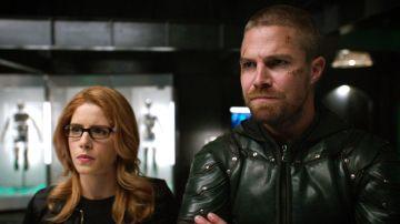 Stephen Amell y Emily Bett Rickards en 'Arrow'