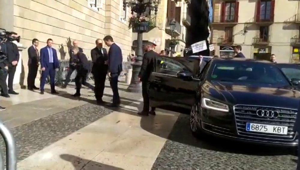 Pitidos durante el saludo entre Pedro Sánchez y Quim Torra