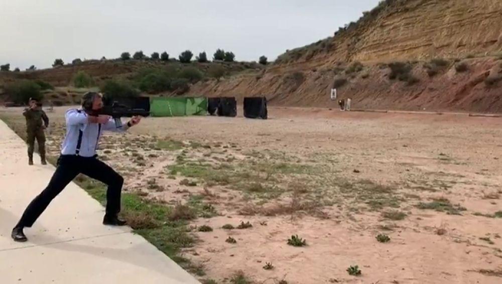 """Ortega Smith no cometió ninguna irregularidad disparando en una base del ejército, fue """"una deferencia"""""""