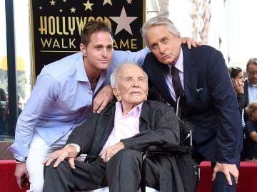 Cameron, Kirk y Michael Douglas