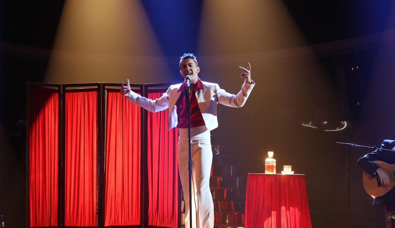 Víctor Palmero se mete en la piel de C. Tangana para cantar 'Un veneno'