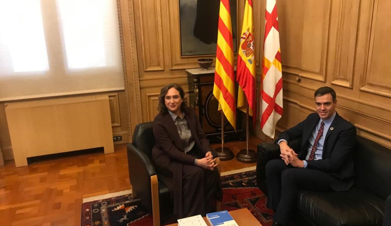 Pedro Sánchez y Ada Colau en el Ayuntamiento de Barcelona