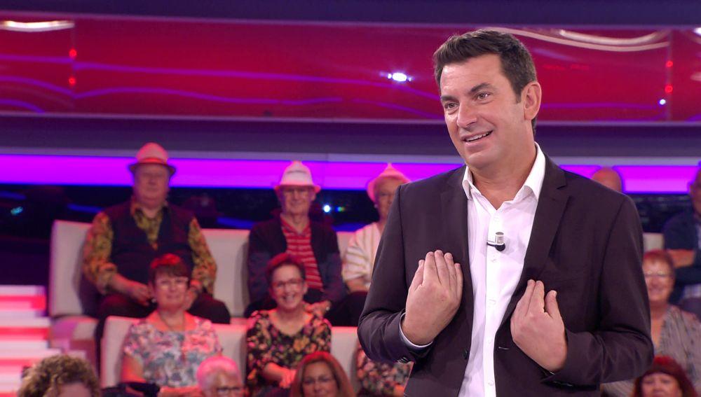 Arturo Valls revela en '¡Ahora caigo!' el apodo con el que su madre le tiene en su agenda