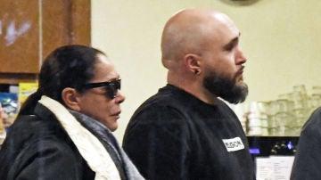 Isabel Pantoja y Kiko Rivera a su llegada al tanatorio