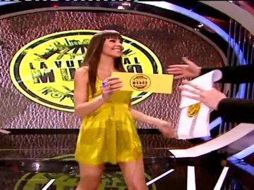 La primera aparición en TV de Cristina Pedroche como azafata en 'La vuelta al mundo'