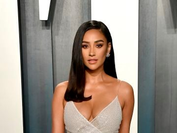 Shay Mitchell en la fiesta post Oscar de Vanity Fair