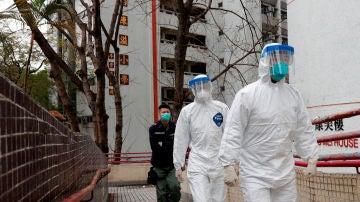 Trabajadores protegidos para no contagiarse de coronavirus