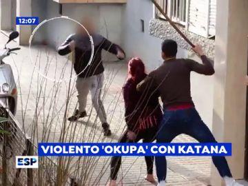 Vecinos de un barrio de Sevilla, atermorizados por un okupa que les amenaza con una katana