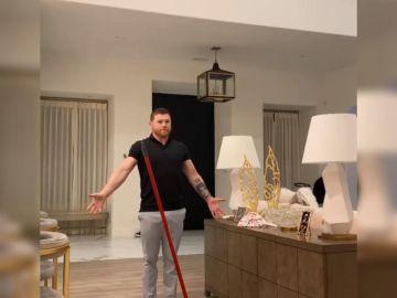 'Broom Challenge': así el reto de la escoba al que se apuntan los famosos