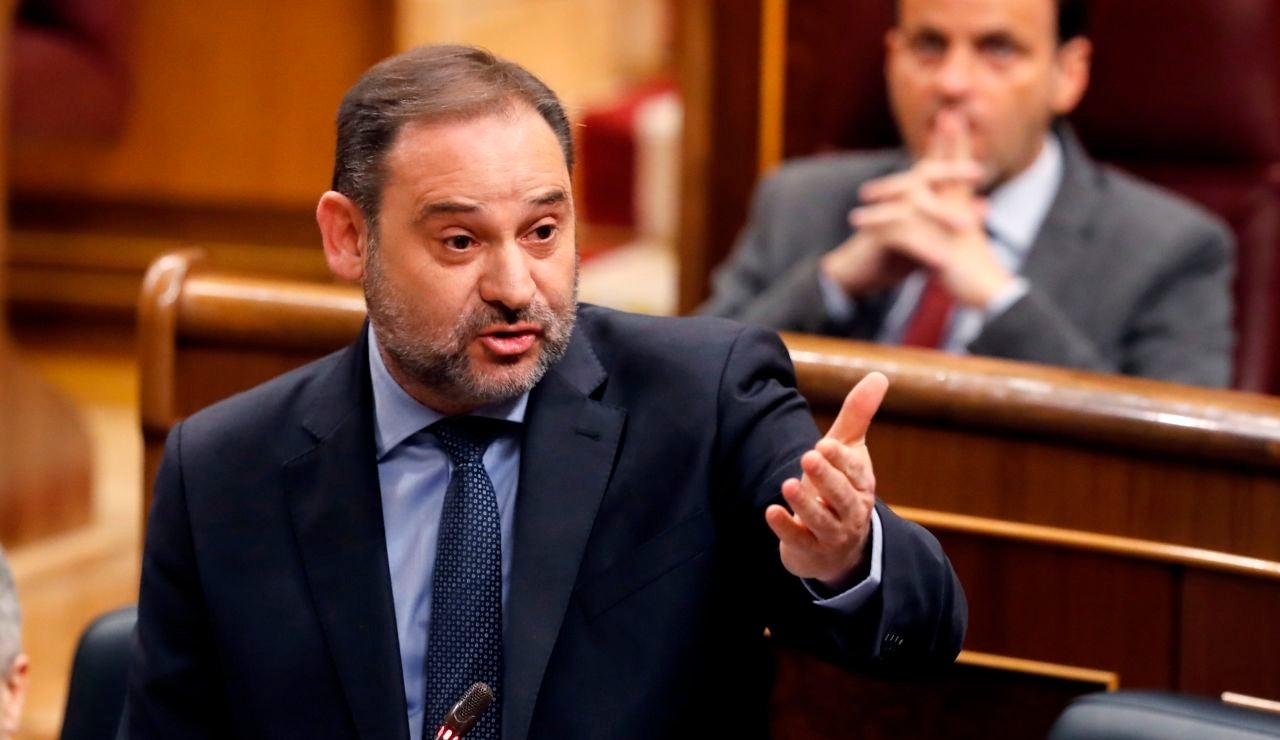El ministro de Transportes, Movilidad y Agenda Urbana, José Luis Ábalos durante la sesión de control al Gobierno celebrada, este miércoles, en el Congreso.