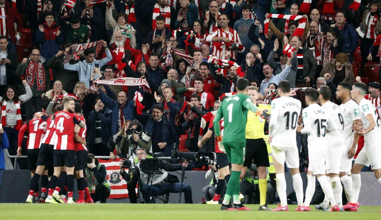 Iker Muniain celebra su gol ante el Granada