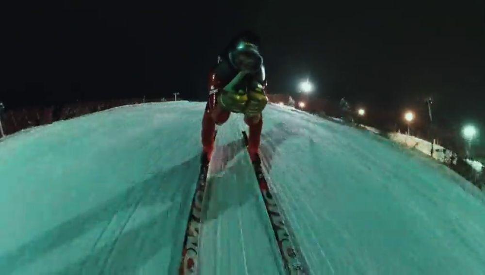 Jan Farrell se pone a 155 km/h en la primera competición de Speed Ski nocturna de la historia