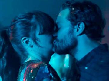 Shailene Woodley y Jamie Dornan en 'Endings Beginnings'