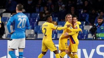 Griezmann celebra con Messi su gol ante el Nápòles