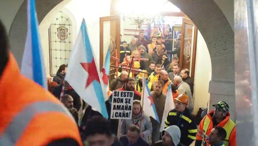 Los trabajadores de Alcoa tomaron durante media la diputación de Lugo para exigir que no cierren la fábrica