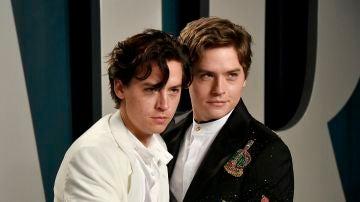 Cole Sprouse y Dylan Sprouse en la fiesta tras los Oscar