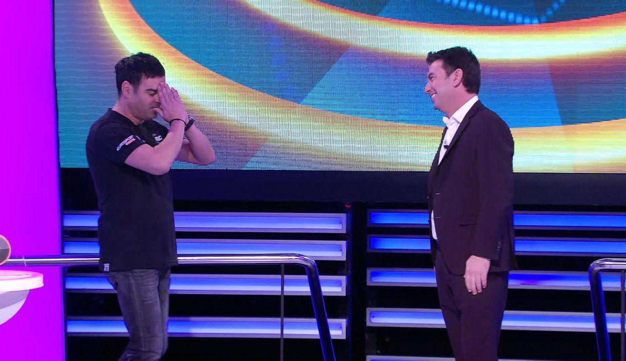 Inédito en '¡Ahora caigo!': Arturo Valls cede el mando del programa al cámara Ricardo