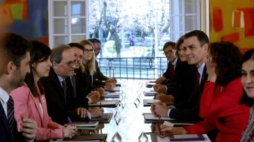 Sánchez y Torra en la primera reunión de la mesa de diálogo