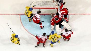 Austria enfrentándose a Suecia en el último mundial de hockey sobre hielo