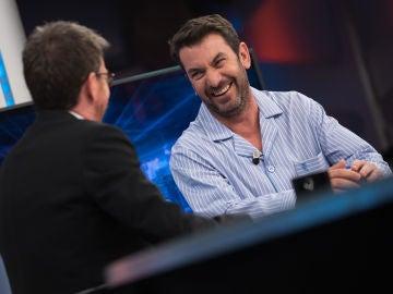 Arturo Valls explica las nuevas pruebas de la quinta temporada de 'Me Resbala'